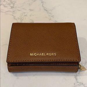 NWT Michael Kors Jet Set Travel wallet